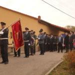 Nástup hasičů s historickým praporem