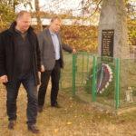 Uložení věnce k památníku provedli starosta Mgr.Kadrnožka Martin a místostarosta Pešan Bedřich