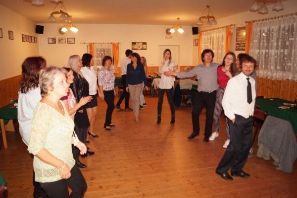 Tanec spojuje lidi